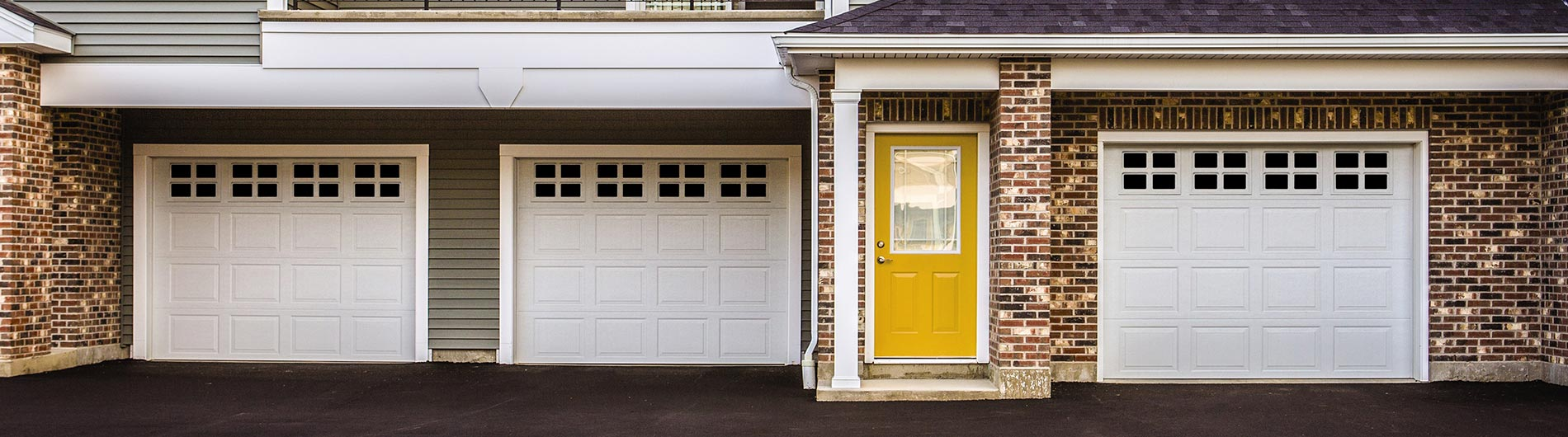 model-9100-9605-Steel-Garage-Door-Colonial-White-StockbridgeI
