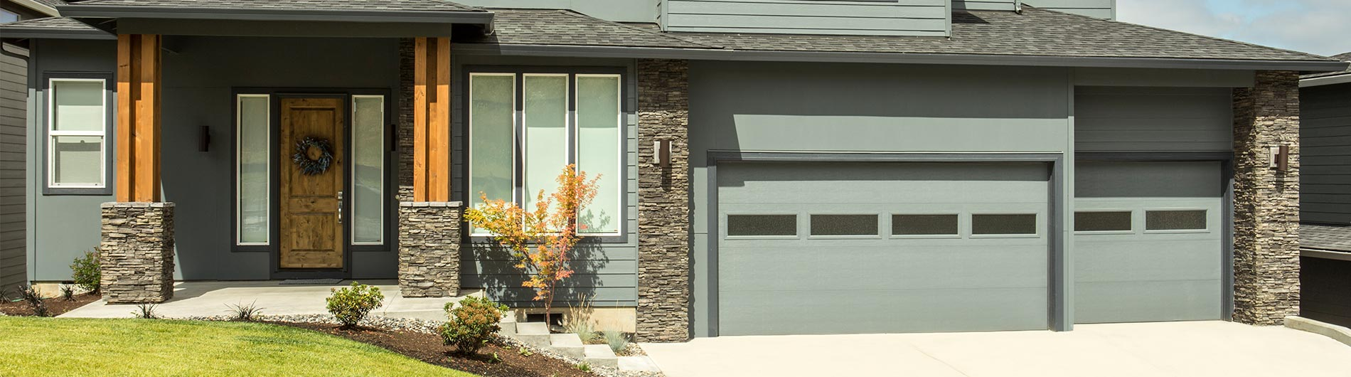model-9605-Steel-Garage-Door-Contemporary-Custom-Paint-Clear-III